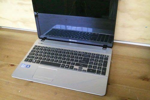 Nhu-nao-de-thao-laptop-gateway-NV57H57u-va-thay-the-jack-nguon-dc