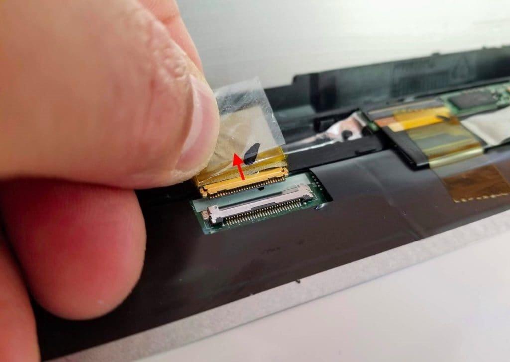 Thay-man-hinh-LCD-tren-laptop-Toshiba-Satellite-Radius-P55W