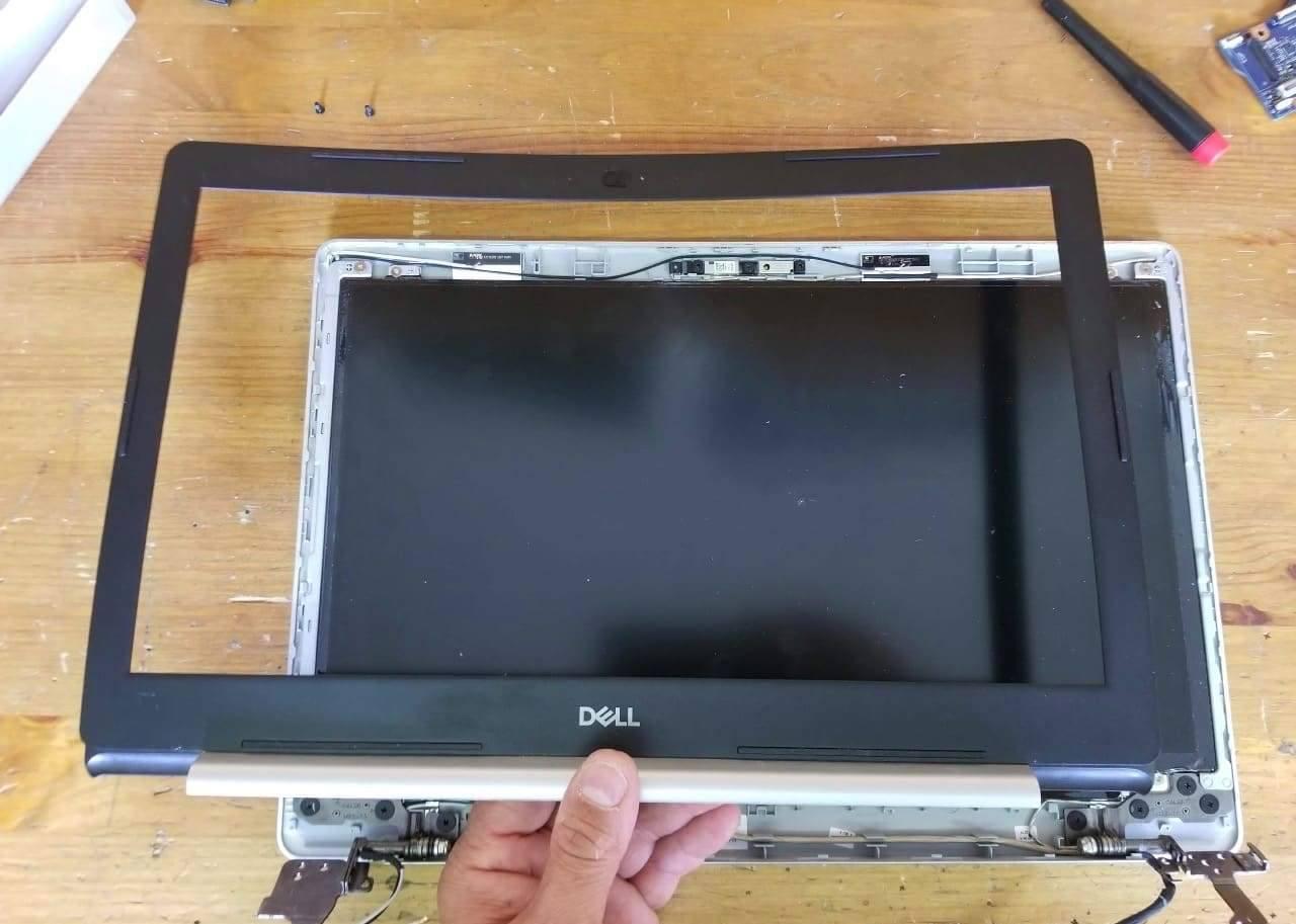 nhu-nao-de-thao-hoan-toan-laptop-Dell-Inspiron-5570
