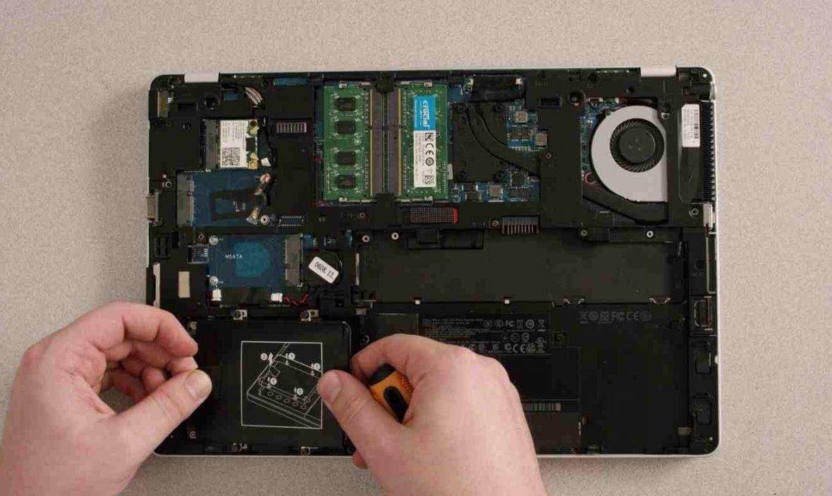Tháo-và-lắp-lại-một-laptop-2-1180x704